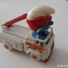 Auto in scala: PITUFO BOMBEROS EN COCHE GUISVAL.. Lote 209005978