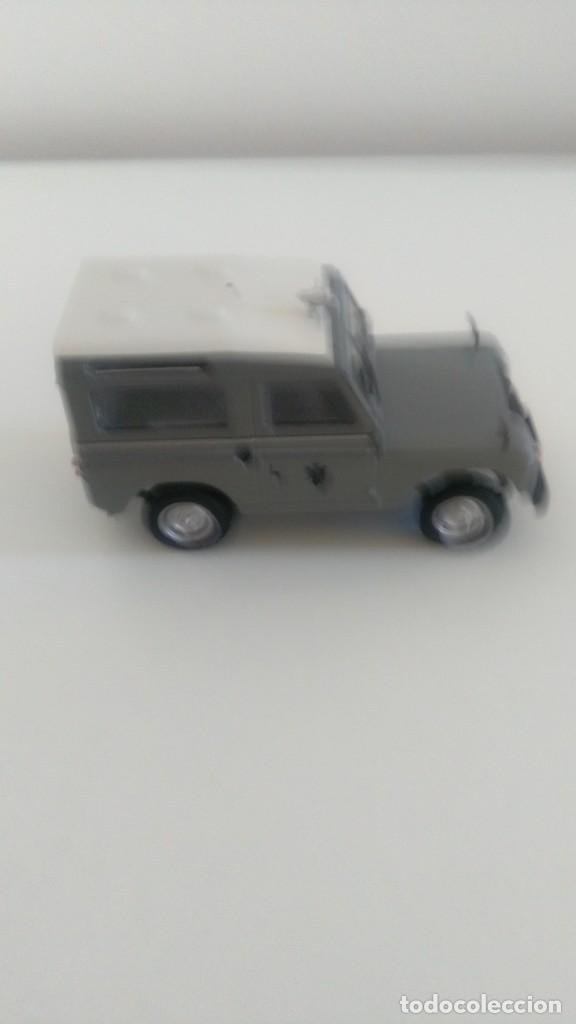 Coches a escala: Land Rover Policía Armada 1/43 - Foto 3 - 210540946