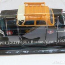 Coches a escala: COCHE PEUGEOT 404 DE BUENOS AIRES DE 1965, COLECCION TAXIS DEL MUNDO ALTAYA 2001. Lote 211614890