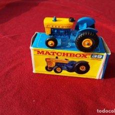 Coches a escala: MATCHBOX. FORD TRACTOR. N 39. AÑOS 60 .CAJA Y TRACTOR PERFECTO ESTADO. LESNEY.. Lote 220960621
