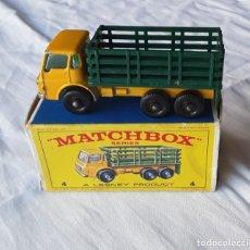 Coches a escala: MATCHBOX N 4, STAKE TRUCK CON CAJA. AÑOS 60. LESNEY, INGLATERRA. MUY BUEN ESTADO. Lote 234819875