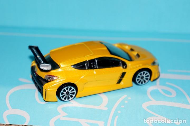 Coches a escala: coche miniatura Renault Megane Sport-Escala 1:43 Burago Amarillo metalizado - Foto 2 - 240717615