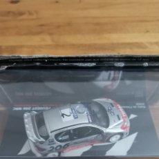 Voitures à l'échelle: COCHE 1:43 PEUGEOT 206 WRC RALLY FINLANDIA 2002. MARCUS GRONHOLM. NUEVO EN SU BLÍSTER. Lote 243299670