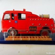 Auto in scala: TINTIN - Nº42 LE CAMION DES POMPIERS DE L'ILE NOIRE. Lote 243334335