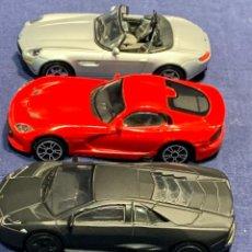 Coches a escala: TRES COCHES LAMBORGHINI REVENTON BMW Z8 VIPER GTS SRT 2013 1:43 METAL PLASTICO CHINA. Lote 243945885