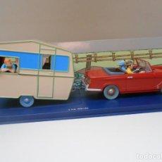 Coches a escala: COCHE TINTIN TRIUMPH HERALD CARAVANA CARAVANE 1/43 1:43 MODEL CAR BASE AZUL. Lote 251822880