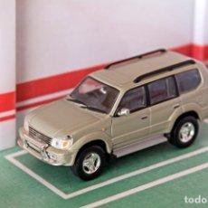 Carros em escala: COCHE E 1:43. TOYOTA LAND CRUISER 1998. Lote 260657570