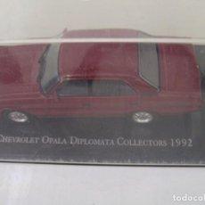 Coches a escala: OFERTA MAQUETA COCHE: CHEVROLET OPALA DIPLOMATA COLLECTORS (1992) ESCALA 1/43 - NUEVO CON URNA. Lote 278370683