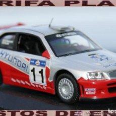 Coches a escala: HYUNDAI ACCENT WRC ACROPOLIS RALLY 2003 F.LOIX - S.MEETS ESCALA 1:43 DE ALTAYA EN CAJA NO ORIGINAL. Lote 296013088
