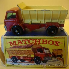 Coches a escala: MATCHBOX SERIES NEW MODEL 70 GRIFT-SPREADING TRUCK. WITH BOX. MADE IN ENGLAND BY LESNEY. Lote 32111825
