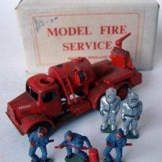 Coches a escala: CAMION DE BOMBEROS CON FIGURAS - MODEL FIRE SERVICE - MADE IN ENGLAND AÑOS 50 (ESCALA 1/72 APROX.). Lote 41862345