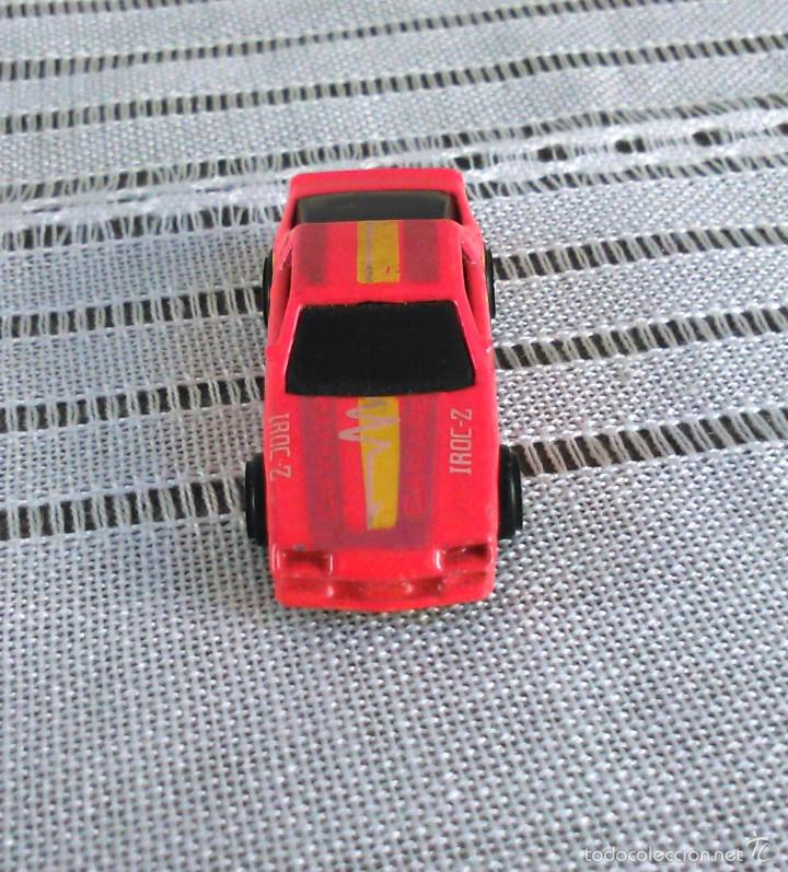 Coches a escala: Chevrolet Camaro Iroc-Z 28 de Hot Wheels a escala 1:72.Chevy Mini Automagic.1983. Mattel. Hotwheels. - Foto 2 - 61080883