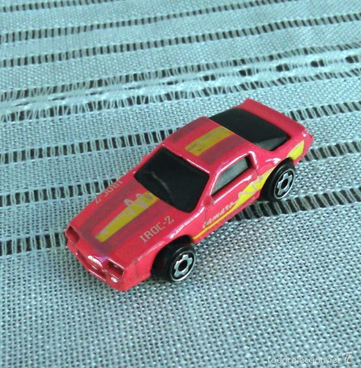 Coches a escala: Chevrolet Camaro Iroc-Z 28 de Hot Wheels a escala 1:72.Chevy Mini Automagic.1983. Mattel. Hotwheels. - Foto 3 - 61080883