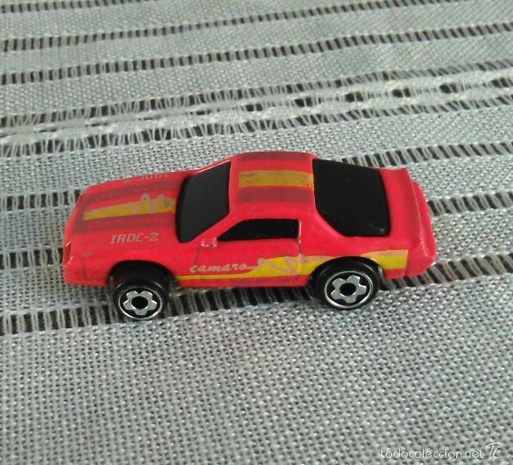 Coches a escala: Chevrolet Camaro Iroc-Z 28 de Hot Wheels a escala 1:72.Chevy Mini Automagic.1983. Mattel. Hotwheels. - Foto 4 - 61080883
