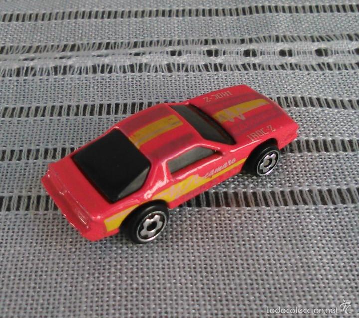 Coches a escala: Chevrolet Camaro Iroc-Z 28 de Hot Wheels a escala 1:72.Chevy Mini Automagic.1983. Mattel. Hotwheels. - Foto 7 - 61080883