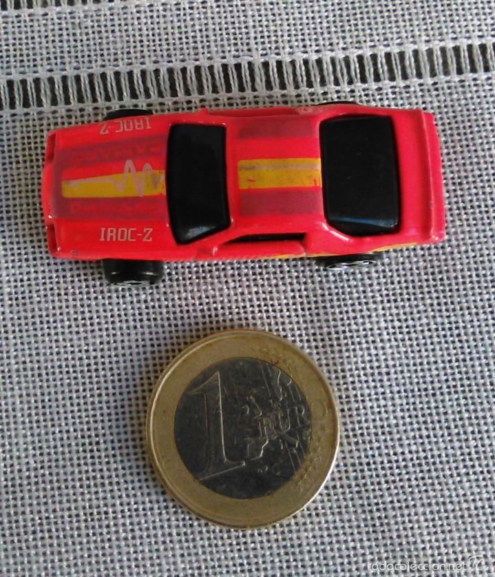 Coches a escala: Chevrolet Camaro Iroc-Z 28 de Hot Wheels a escala 1:72.Chevy Mini Automagic.1983. Mattel. Hotwheels. - Foto 9 - 61080883