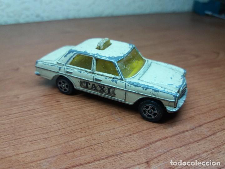 Coches a escala: lote corgi mercedes, matchbox ambulancia cadillac - Foto 2 - 89105060