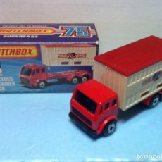 Coches a escala: MATCHBOX SUPERFAST N.42 CON CAJA. MERCEDES CONTAINER TRUCK. Lote 107270019