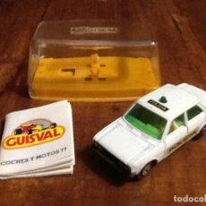 Coches a escala: GUISVAL SEAT 131 POLICÍA CON CAJA Y CATÁLOGO CAMPEÓN 1977. Lote 112730587