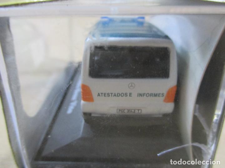 Coches a escala: ANTIGUO COCHE DE METAL 1/72 CARARAMA. ABG. MERCEDES BENZ VITO. GUARDIA CIVIL. CON CAJA. 6 CM. - Foto 6 - 163548672