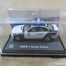 Coches a escala: ANTIGUO COCHE DE METAL 1/72 CARARAMA. BMW 3 SERIE SEDAN. GUARDIA CIVIL. CON CAJA. 6 CM. . Lote 139272006