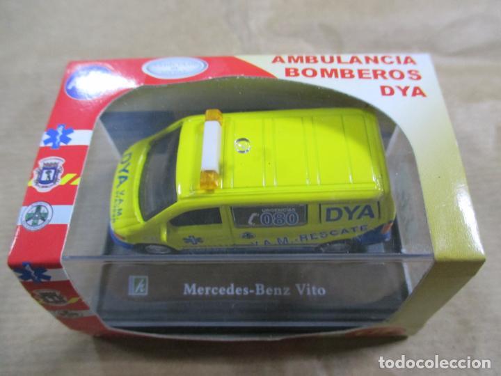 Coches a escala: ANTIGUO COCHE DE METAL 1/72 CARARAMA. MERCEDES BENZ VITO. 6 CM. CON CAJA. VER FOTOS. - Foto 3 - 163548546