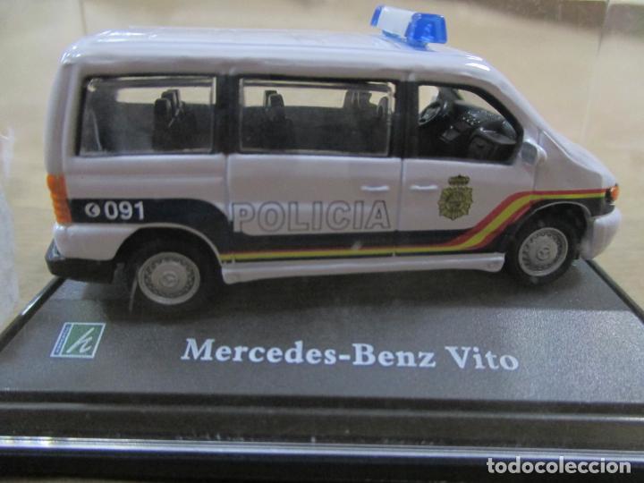 ANTIGUO COCHE DE METAL 1/72 MERCEDES BENZ VITO. POLICIA. 6 CM. CON CAJA. VER FOTOS. (Juguetes - Coches a Escala 1:72)