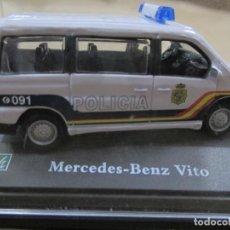 Coches a escala: ANTIGUO COCHE DE METAL 1/72 MERCEDES BENZ VITO. POLICIA. 6 CM. CON CAJA. VER FOTOS. . Lote 163548144