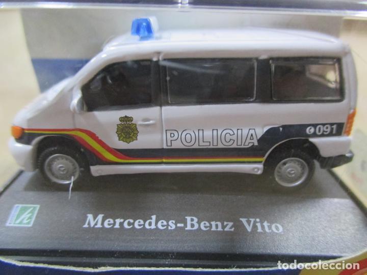 Coches a escala: ANTIGUO COCHE DE METAL 1/72 CARARAMA. ABG. MERCEDES BENZ VITO. POLICÍA NACIONAL. CON CAJA. 6 CM. - Foto 3 - 163548198