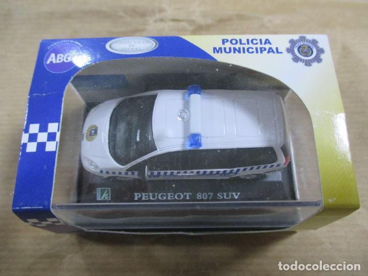 Coches a escala: ANTIGUO COCHE DE METAL 1/72 CARARAMA. ABG. PEUGEOT 807 SUV. POLICÍA MUNICIPAL. CON CAJA. 6 CM. - Foto 3 - 163548233