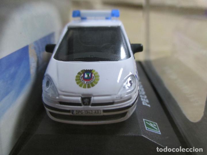 Coches a escala: ANTIGUO COCHE DE METAL 1/72 CARARAMA. ABG. PEUGEOT 807 SUV. POLICÍA MUNICIPAL. CON CAJA. 6 CM. - Foto 4 - 163548233