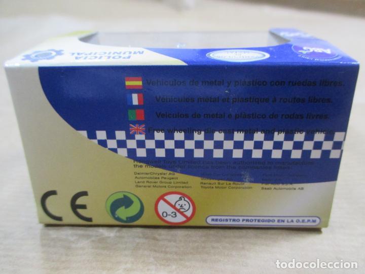 Coches a escala: ANTIGUO COCHE DE METAL 1/72 CARARAMA. ABG. PEUGEOT 807 SUV. POLICÍA MUNICIPAL. CON CAJA. 6 CM. - Foto 5 - 163548233