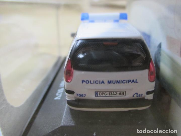 Coches a escala: ANTIGUO COCHE DE METAL 1/72 CARARAMA. ABG. PEUGEOT 807 SUV. POLICÍA MUNICIPAL. CON CAJA. 6 CM. - Foto 6 - 163548233