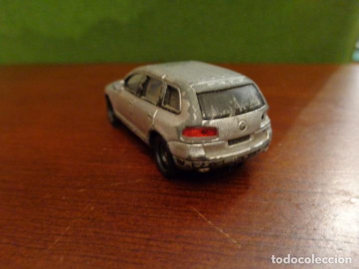 Coches a escala: Coche VW TOUAREG - lleva un imán en la parte baja - Escala 1:72 - Foto 2 - 155828450