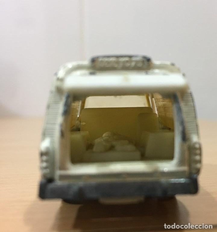 Coches a escala: ANTIGUO COCHE MAJORETTE Nº 206 - CITROËN TIBURÓN DS 21 AMBULANCIA. ESCALA 1/65 - Foto 5 - 160253918