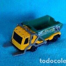 Coches a escala: LOTE - COCHE DE METAL DE COLECCION - MATCHBOX - TRASH TRUCK - MATTEL 2001. Lote 175339288