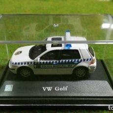 Coches a escala: VOLKSWAGEN GOLF POLICIA MUNICIPAL - CARARAMA - 1/72. Lote 176350334