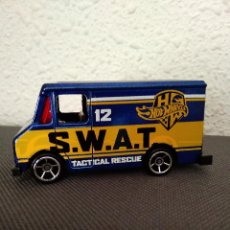 Coches a escala: FURGONETA SWAT HOT WHEELS. Lote 202567733