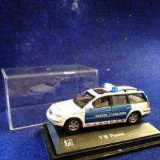 Voitures à l'échelle: HONGWELL, VW PASSAT MOSSOS D'ESQUADRA 1/72. Lote 240413075