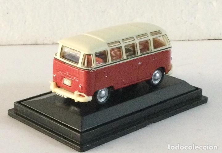 Coches a escala: Furgoneta Volkswagen VW Samba. E: 1:72 - Foto 3 - 288624833