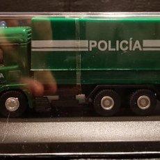 Coches a escala: MERCEDES BENZ ACTROS - CAMION FURGON POLICIA - 1/72 - SIN ABRIR - POLICIAL - NO USO CORREOS. Lote 293444473