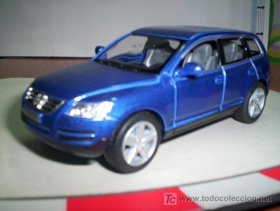 VW TOUAREG ESC. 1,38 METAL DE KINSMART ABRE PUERTAS UNA JOYA, usado segunda mano