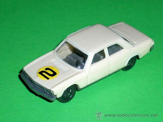 Coches a escala: Audi 100 crema, esc. 1/87 H0, BVC made in Spain, Wiking copy, original años 70. - Foto 2 - 35224764