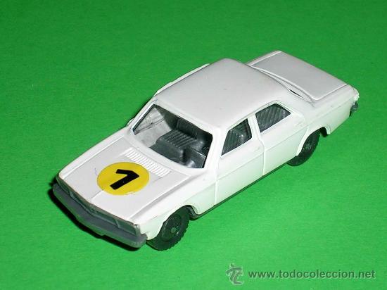 Coches a escala: Audi 100 blanco, esc. 1/87 H0, BVC made in Spain, Wiking copy, original años 70. - Foto 2 - 35225052