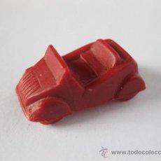 Coches a escala: COCHE DE 2,5 CMS BISCUTER DE PLASTICO COLOR ROJO. Lote 35879101