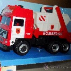 Coches a escala: CAMION VOLVO FH16 CONTENEDOR ESCOMBROS BOMBEROS MADRID FIRE - CARARAMA 1/50 HONGWELL - NUEVO / CAJA. Lote 38119309