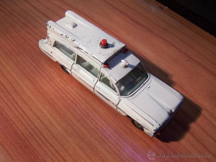 Coches a escala: Ambulancia DInky Toys años 60 - Foto 21 - 39340776