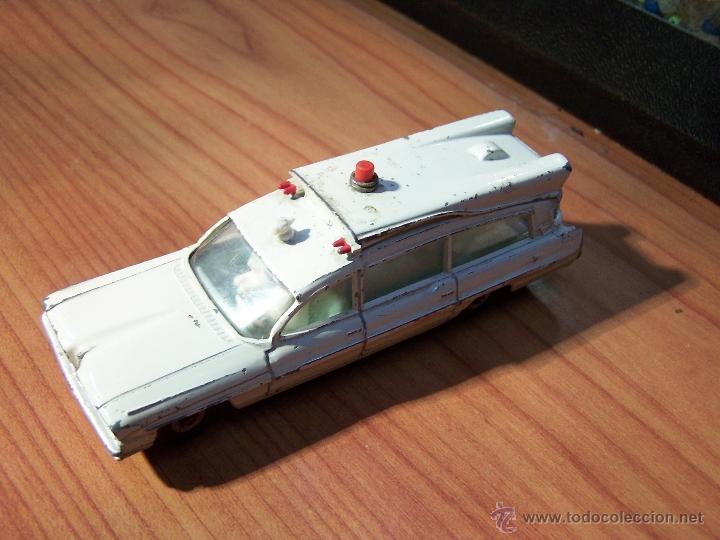 Coches a escala: Ambulancia DInky Toys años 60 - Foto 22 - 39340776