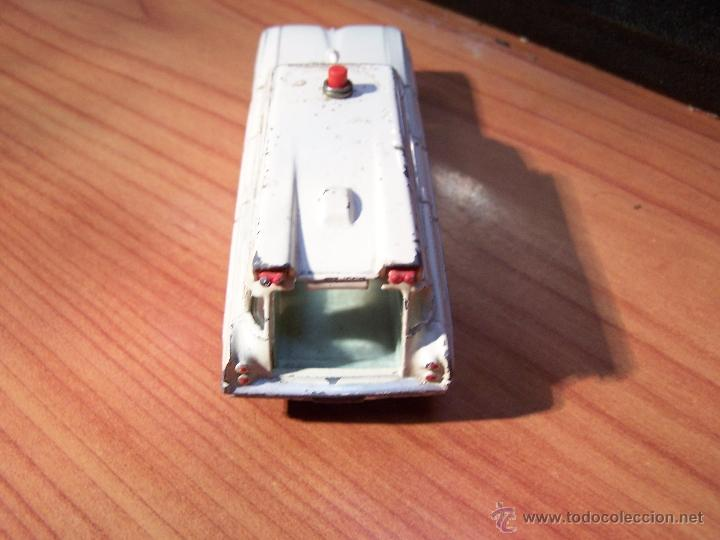 Coches a escala: Ambulancia DInky Toys años 60 - Foto 25 - 39340776