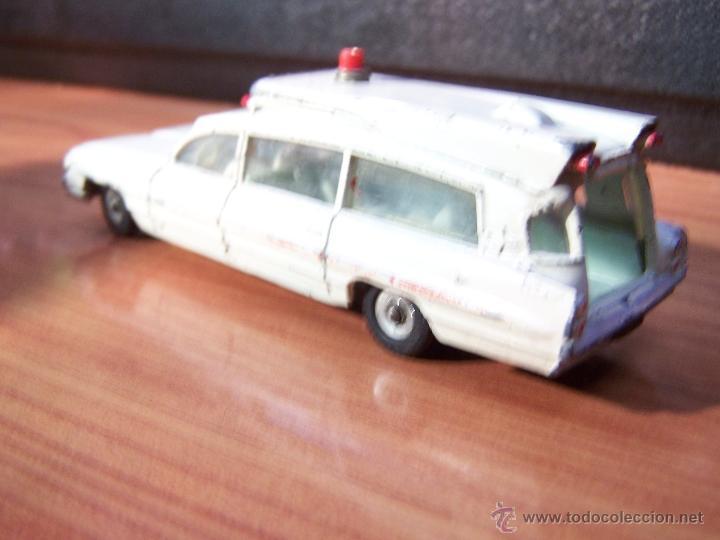 Coches a escala: Ambulancia DInky Toys años 60 - Foto 24 - 39340776